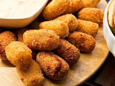 Пържени картофени крокети с риба хек и маринована аншоа панирани в галета - снимка на рецептата